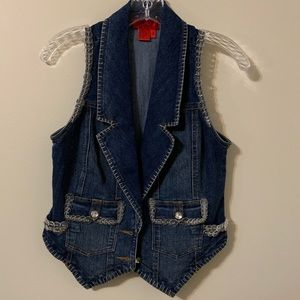 BUTTON Trimmed Vest by Carina
